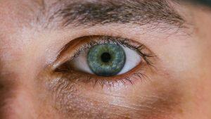 Si usted tiene diabetes, sus niveles de azúcar en la sangre (o glucosa) son demasiado altos. Con el tiempo, esto puede dañar su ojo.